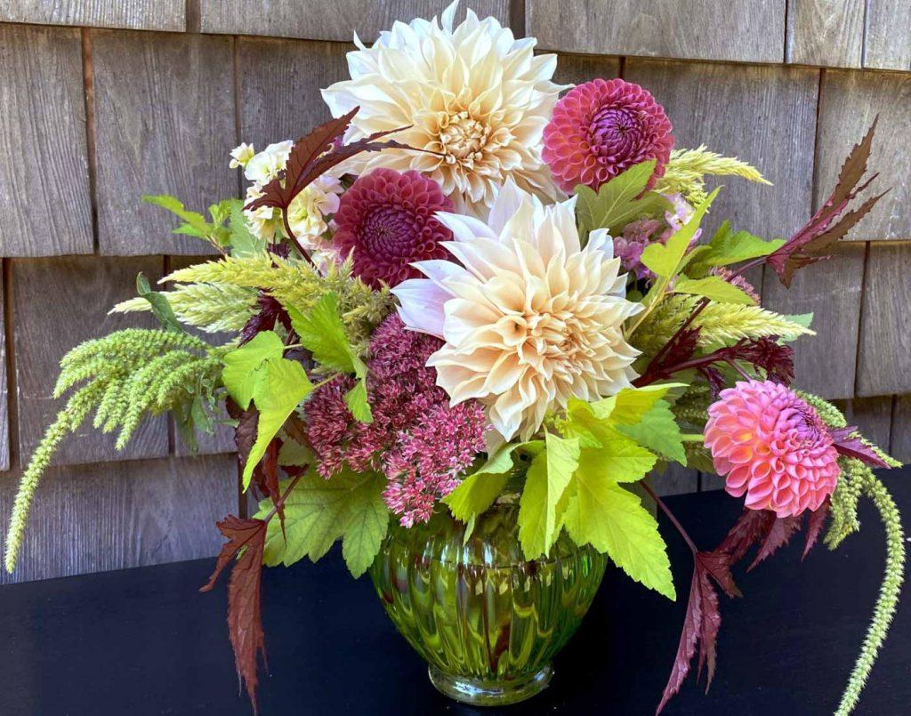 farm fresh flower bouquet, dahlia flowers, farm fresh bouquet, farm fresh flowers, floral design, The Petaled Garden